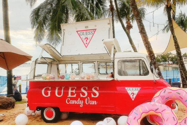 English Kombi Foodtruck - Guess Candy Van